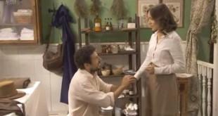 Conrado chiede ad Aurora di sposarlo