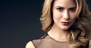 Caroline (Linsey Godfrey) - Beautiful