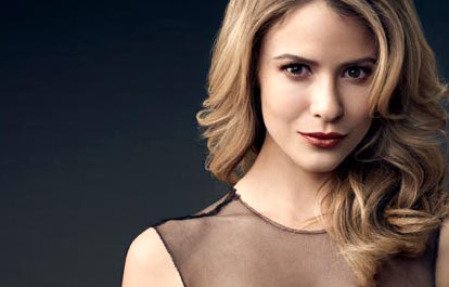 Caroline (Linsey Godfrey) - Beautiful