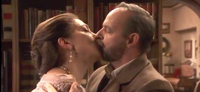 Il bacio tra Raimundo e Donna Francisca - Il segreto anticipazioni