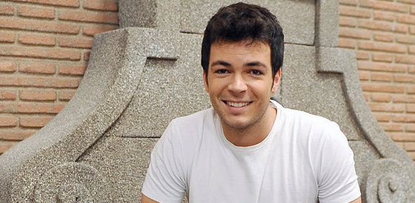 Carlos Serrano Clark è Pablo Blasco in Una vita