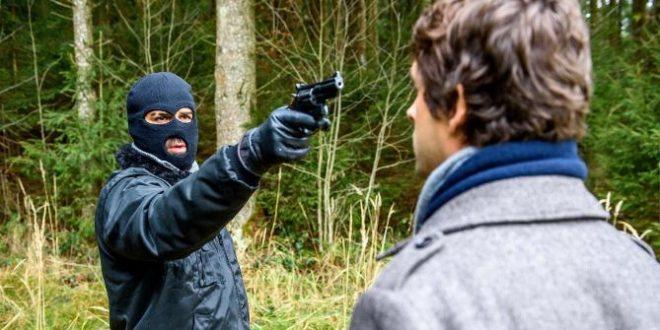 Sebastian minacciato da Eric © Christof Arnold
