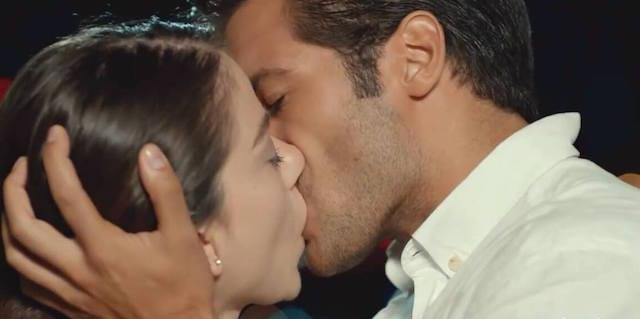 Nuovo bacio Oyku - Ayaz, Cherry Season anticipazioni
