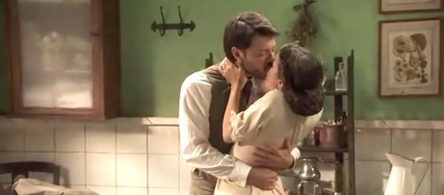 LUCAS e SOL, primo bacio - Anticipazioni Il Segreto
