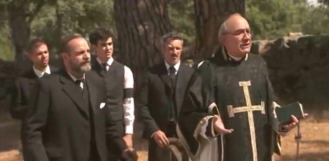 Si celebrano i falsi funerali di Francisca - Anticipazioni Il segreto