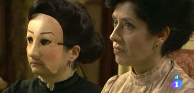 Rosina con una vittima del dottor Malia - Una vita