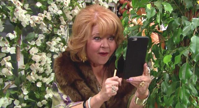 Patrika Darbo è Shirley Spectra a Beautiful