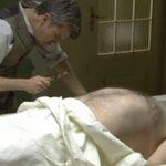 Anticipazioni Una Vita: MAURO trova una scheggia di vetro sul corpo di MAXIMILIANO