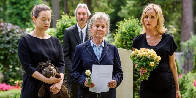 Tina, Hildegard e Beatrice al funerale di Tom, Tempesta d'amore © ARD/Christof Arnold