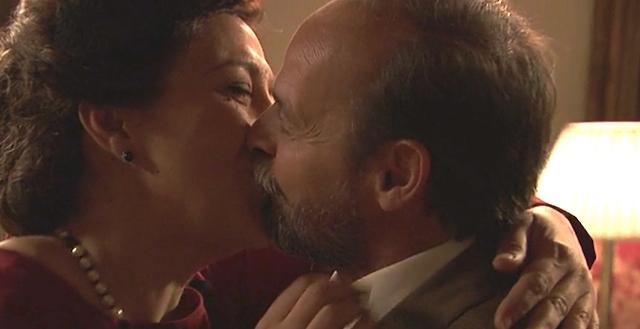 FRANCISCA e RAIMUNDO, bacio / Il segreto