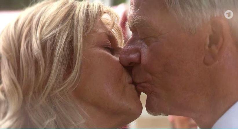Tempesta d'amore, anticipazioni puntate italiane: tra Werner e Charlotte scoppia l'amore! Melli verso l'adozione, ma…