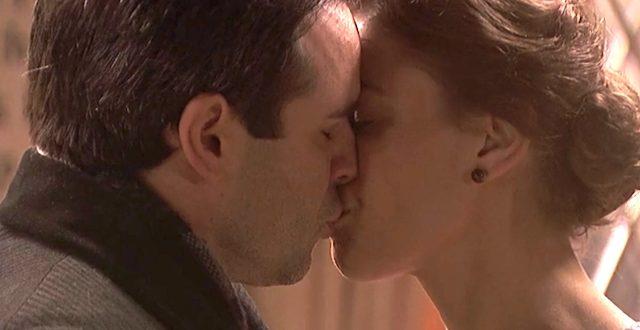 Il bacio tra CARMELO e ADELA / Il segreto