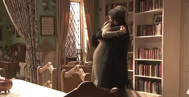 Adela abbraccia Carmelo / Il segreto