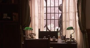 CRISTOBAL spiato dalla finestra / Il segreto