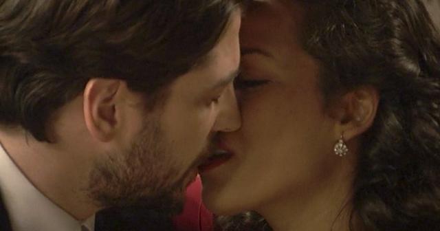 Anticipazioni Il Segreto: LUCIA bacia HERNANDO!