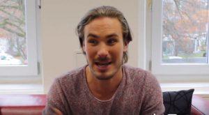 Alexander Milz annuncia il ritorno di William a Tempesta d'amore (Foto da video Facebook)