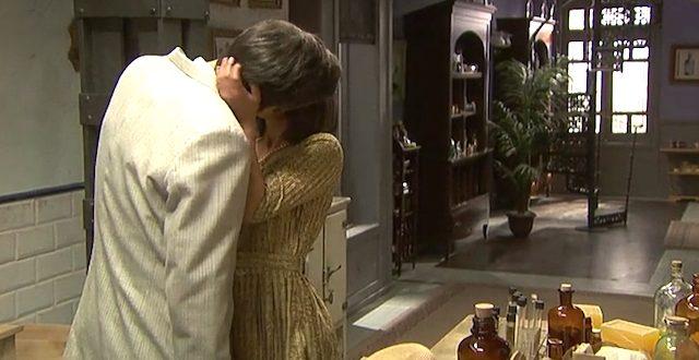 Bacio tra BEATRIZ e AQUILINO / Il segreto