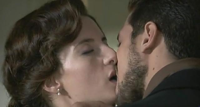 UNA VITA anticipazioni: bacio tra CELIA e CRUZ, HUERTAS lice