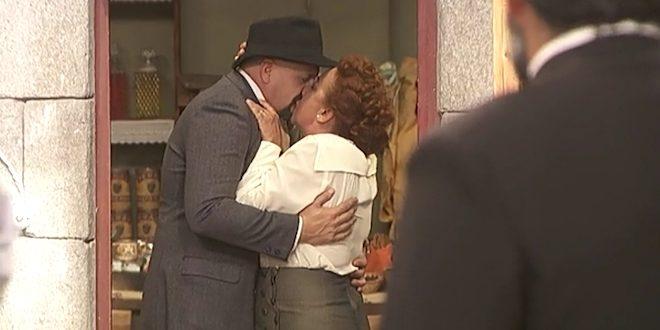 DOLORES e TIBURCIO si baciano | Il segreto