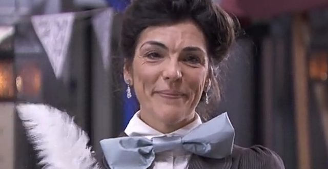 MABEL DEL POZO è Consuelo Pedrò Santamaria a UNA VITA