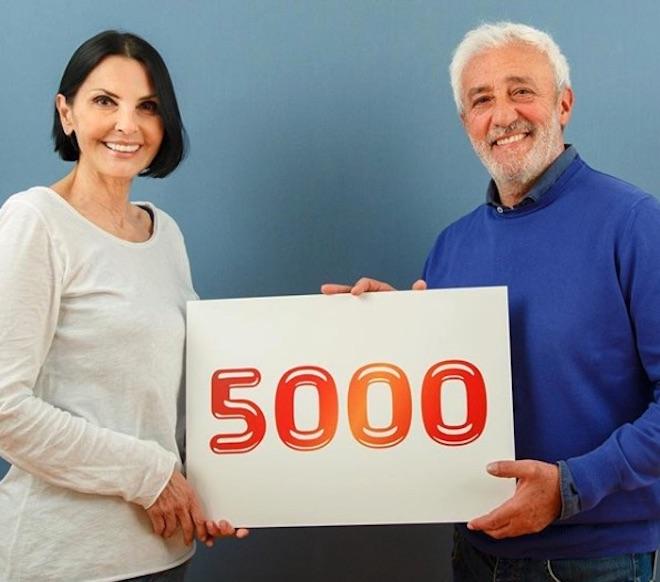 NINA SOLDANO posa con PATRIZIO RISPO per le 5000 puntate di Un posto al sole. Foto dall'account INSTAGRAM ufficiale di Upas