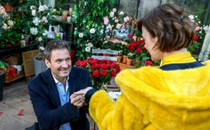Christoph chiede a Xenia di sposarlo, Tempesta d'amore © ARD Christof Arnold