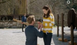 Henry chiede a Denise di sposarlo, Tempesta d'amore © ARD (Screenshot)