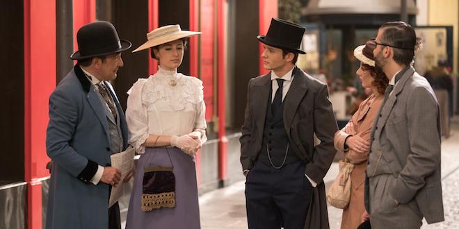 LUCIA, SAMUEL e il cast di Una vita / Copyright foto: MEDIASET e BOOMERANG TV
