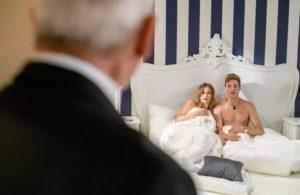 Jessica e Henry sorpresi da Alfons, Tempesta d'amore © ARD Christof Arnold