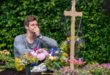 Paul sulla tomba di Romy, Tempesta d'amore © ARD Christof Arnold