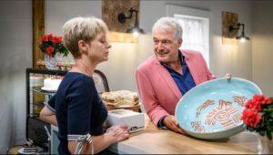 Andre dona a Linda la creazione di Alfons, Tempesta d'amore © ARD Christof Arnold
