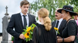 Paul e Lucy al funerale di Romy, Tempesta d'amore © ARD Christof Arnold