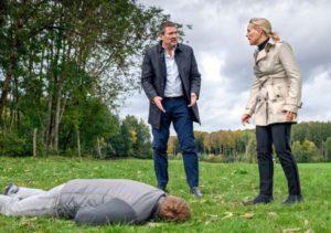 Christoph e Annabelle di fronte al cadavere del Dottor Borg, Tempesta d'amore © ARD/Christof Arnold