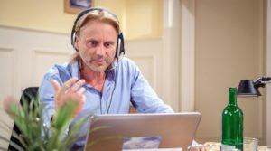 Michael aggredisce Margit alla radio, Tempesta d'amore © ARD Christof Arnold