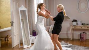 Annabelle rovina l'abito da sposa di JessicA, Tempesta d'amore © ARD Christof Arnold