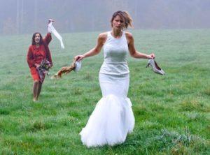 Jessica e Eva corrono verso il luogo delle nozze, Tempesta d'amore © ARD Christof Arnold