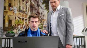 Christoph mostra a Paul le prove della colpevolezza di Annabelle, Tempesta d'amore © ARD Christof Arnold