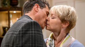 Dirk bacia Linda, Tempesta d'amore © ARD Christof Arnold