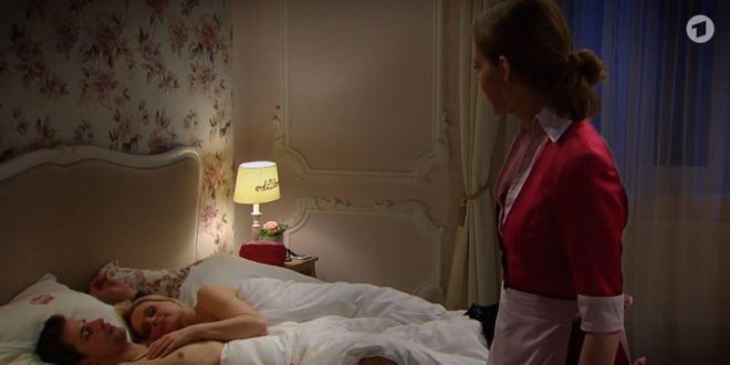 Lucy vede Paul a letto con Annabelle, Tempesta d'amore © ARD (Screenshot)