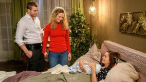 Eva partorisce con l'aiuto di Tim e Franzi, Tempesta d'amore © ARD Christof Arnold