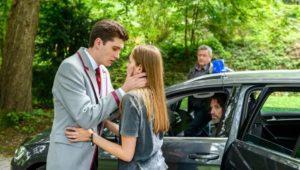 Valentina saluta Fabien prima di andare in prigione, Tempesta d'amore © ARD Christof Arnold