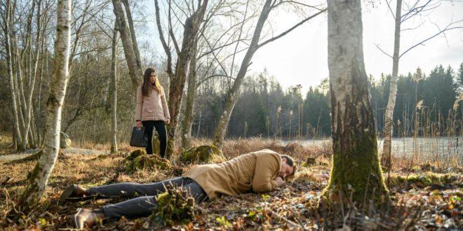 Nadja trova Dirk incosciente, Tempesta d'amore © ARD Christof Arnold