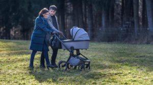 Eva e Robert con il piccolo Emilio, Tempesta d'amore © ARD Stephan Schaar