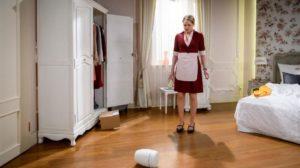 Lucy scopre un'urna nella stanza di Ariane, Tempesta d'amore © ARD Christof Arnold