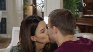 Nadja bacia Tim per metterlo alla prova, Tempesta d'amore © ARD Screenshot