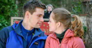 Bela osserva Paul e Lucy in un momento di intimità, Tempesta d'amore © ARD Christof Arnold