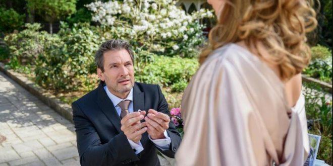 Christoph chiede ad Ariane di sposarlo, Tempesta d'amore © ARD Christof Arnold