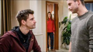 Franzi sente una conversazione tra Tim e Paul, Tempesta d'amore © ARD Stephan Schaar