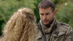 Tim confessa a Franzi di aver rovinato il frutteto, Tempesta d'amore © ARD Screenshot