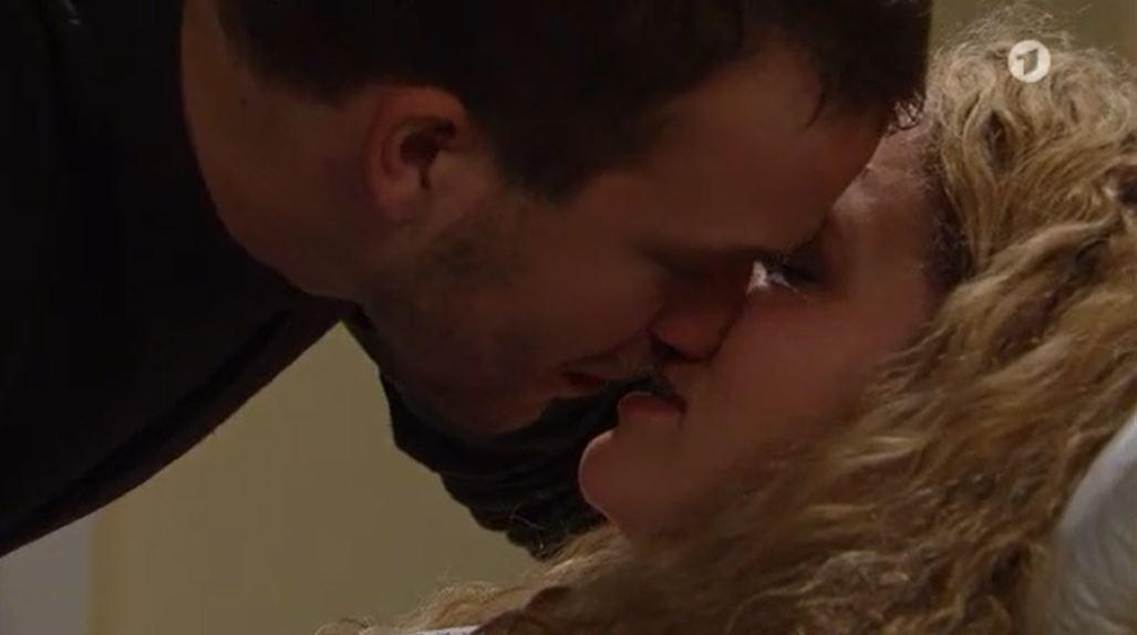 Tempesta d'amore, anticipazioni italiane: Tim bacia Franzi e mette in pericolo sua zia